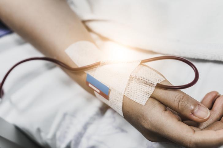 Профессор-онколог Серяков назвал 6 ранних признаков рака крови