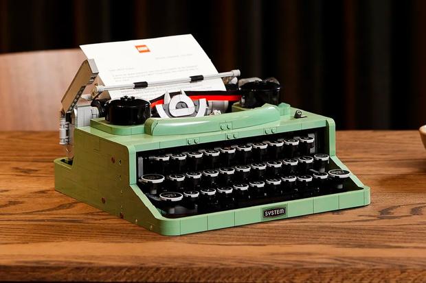 Фото №1 - WOW! LEGO собрали ретро печатную машинку, и она даже работает 🤩