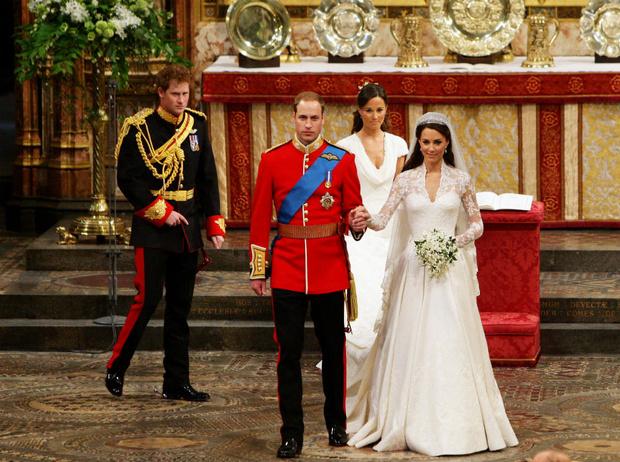 Фото №1 - Какую традицию Уильям нарушил в день свадьбы с Кейт (и при чем здесь Гарри)