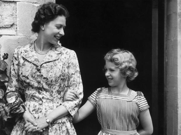 Фото №4 - Чужие люди: почему у Королевы не сложились отношения ни с кем из ее детей