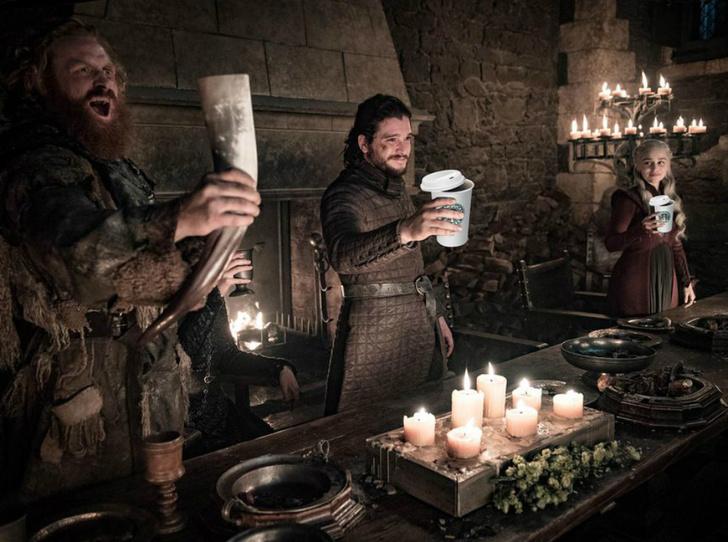 Фото №1 - Эмилия Кларк о казусе Starbucks в эпизоде «Игра престолов»