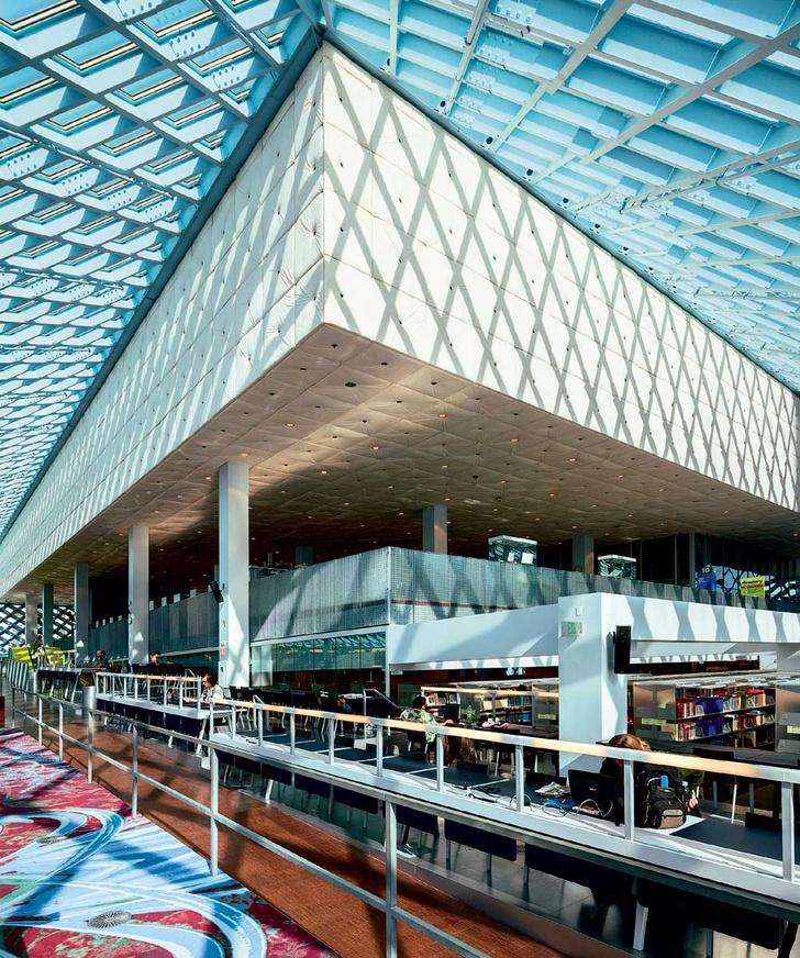 Фото №2 - Книжный мир: 12 потрясающих библиотек