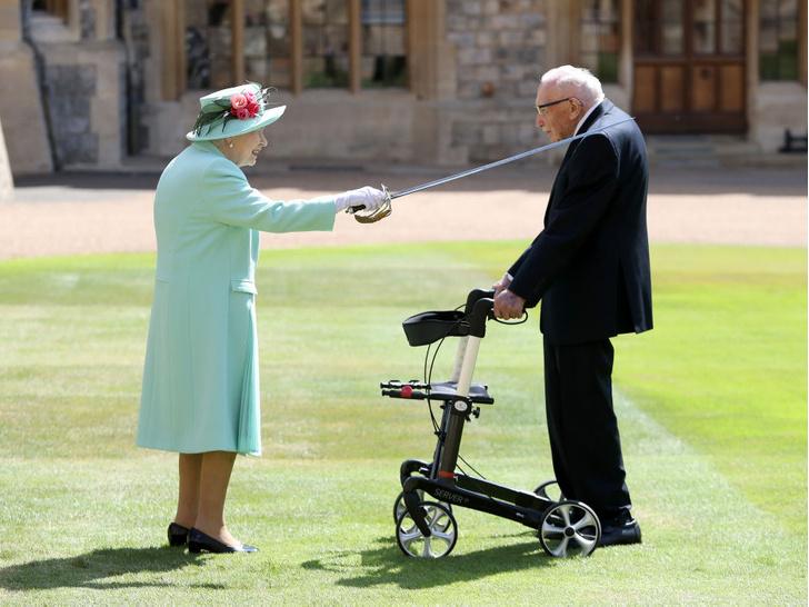 Фото №3 - Почему Королеве пришлось покинуть свадьбу принцессы Беатрис раньше всех