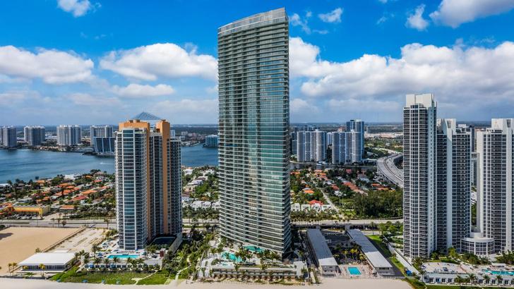 Фото №13 - Небоскреб по проекту Сезара Пелли и Джорджо Армани в Майами