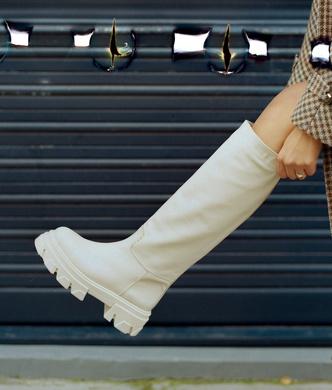 Фото №4 - Временами дождь: 4 пары грубых ботинок в цвете экрю