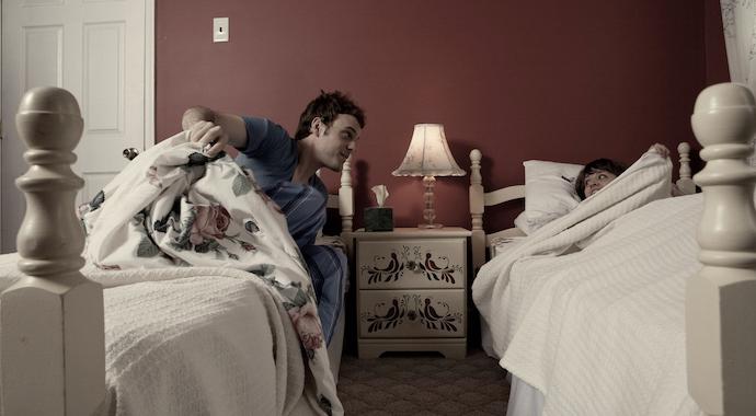 Муж и жена спят раздельно: как это сказывается на семье