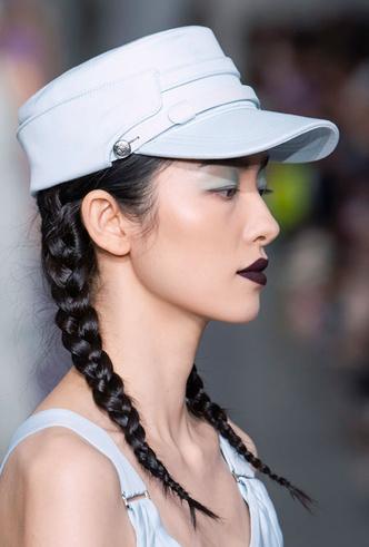 Фото №22 - Шляпы, панамы и кепки: модные головные уборы для лета 2020