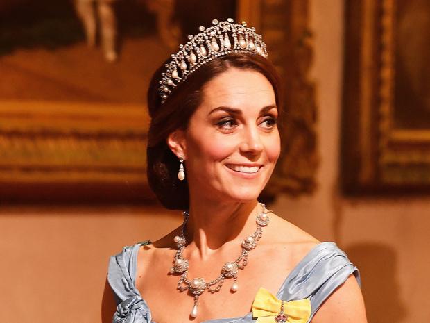 Фото №9 - Диадемы для герцогини: все знаковые выходы Кейт в тиарах