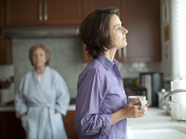 Фото №7 - Токсичные родители: как строить общение (и стоит ли прекращать его совсем)