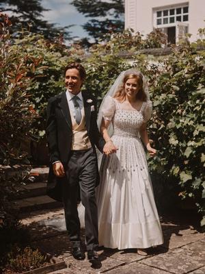 Фото №10 - Самые стильные звездные невесты 2020 года, которые нас впечатлили