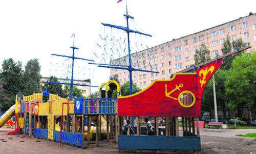 Фото №1 - Дрейфующий кораблик в Ижевске: подарок Водяновой перенесут в парк