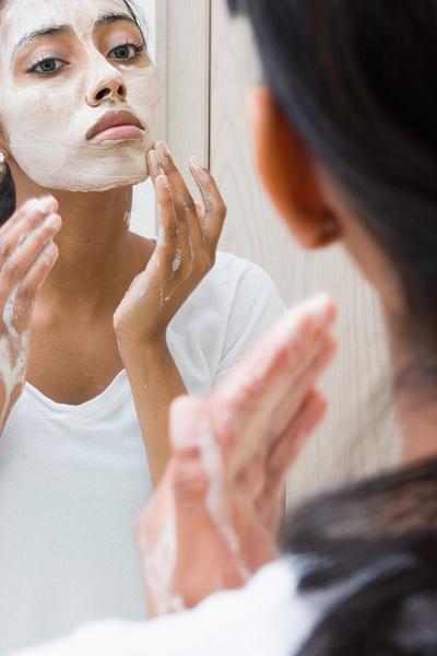 как правильно наносить глину на лицо