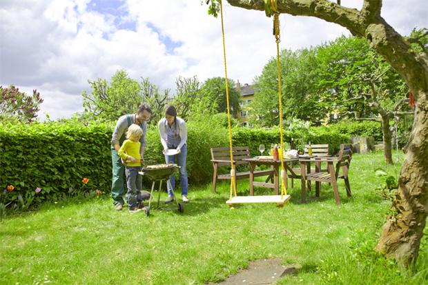Фото №1 - Садовый декор: красивые и полезные вещи для дачи