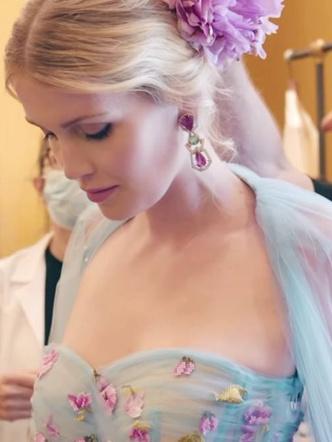 Фото №23 - Королевский размах: шесть свадебных платьев леди Китти Спенсер
