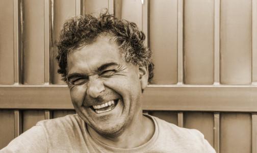 Фото №1 - Ученые сообщают: Если во время смеха болит грудь, надо идти к онкологу