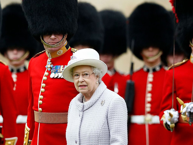 Фото №7 - Медвежьи шапки и обмороки «по протоколу»: 10 интересных фактов о Королевской гвардии
