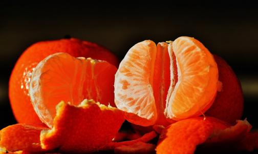 Фото №1 - Врачи объяснили, почему нельзя есть много мандаринов