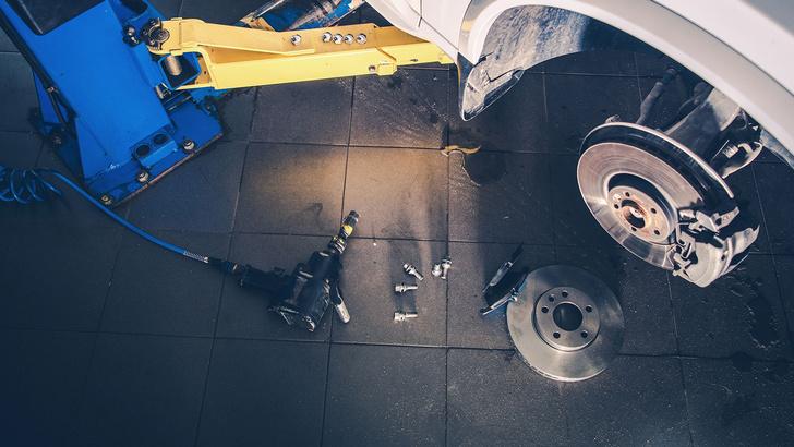 Фото №6 - 6 операций по обслуживанию автомобиля, которые ты можешь сделать сам