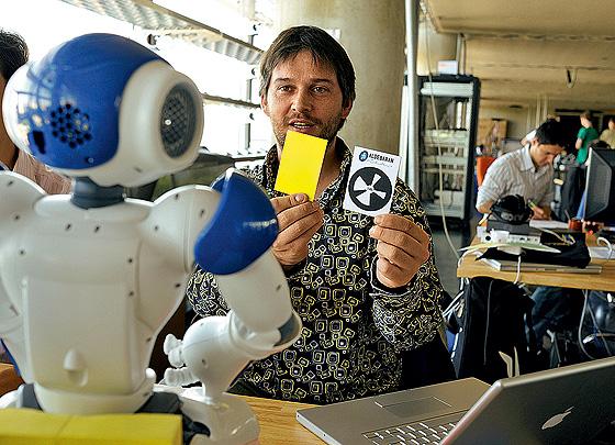 Фото №5 - 5 причин, по которым роботы не могут заменить человека