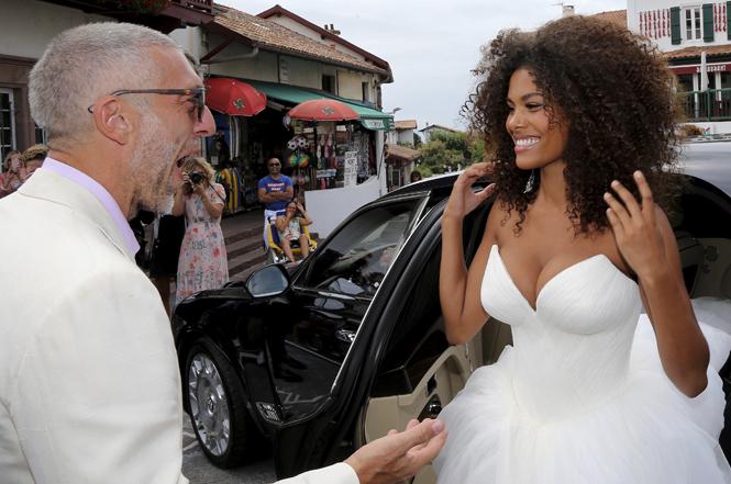 Фото №2 - Свершилось: Венсан Кассель и Тина Кунаки сыграли свадьбу