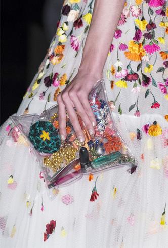 Фото №9 - 10 лучших прозрачных сумок сезона (и как их носить)