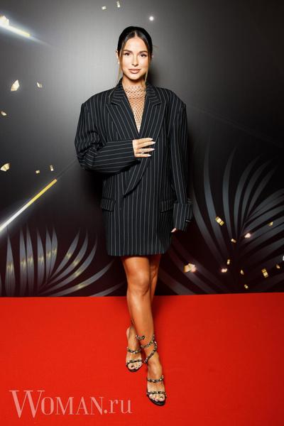 Фото №4 - Леопардовая пижама, бант-кокошник: самые спорные образы звезд на фестивале «Жара»