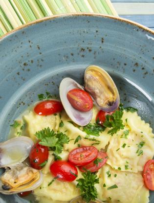 Фото №4 - Что едят шеф-повара: равиоли с омаром под соусом вонголе