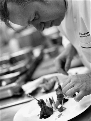 Фото №1 - Что едят шеф-повара: камчатский краб с соусом из шампанского