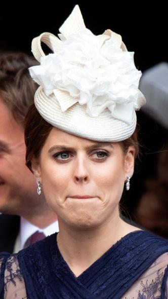 Фото №13 - Самые необычные и странные свадебные шляпки королевской семьи