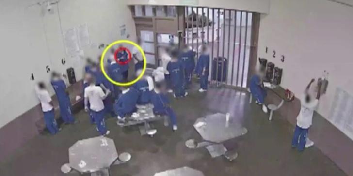 Фото №1 - Американские заключенные пытаются заразить друг друга COVID-19, чтобы получить УДО (видео)