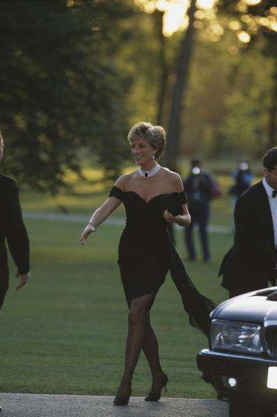 Фото №7 - Как принцесса Диана вершила модную революцию, пока сестры Дженнер ходили пешком под стол