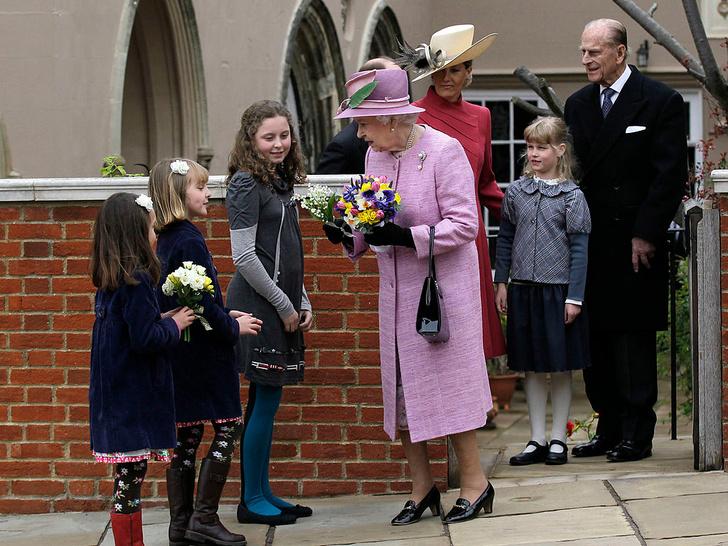 Фото №11 - Любимый дедушка: 25 самых трогательных фото принца Филиппа с внуками