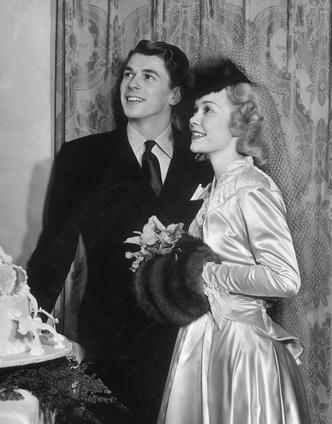 Фото №9 - Как выходили замуж легенды Голливуда: самые красивые ретро-фотографии