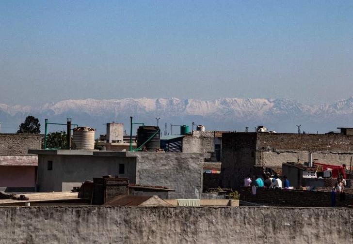 Фото №1 - Природа продолжает очищаться из-за карантина. В Индии стало видно Гималаи (фото)
