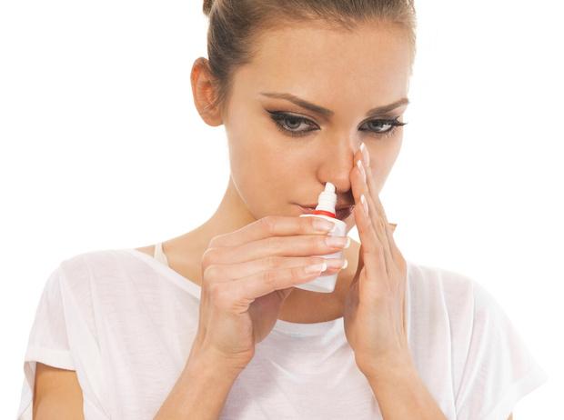 Фото №1 - Чем опасна зависимость от капель для носа, и как ее победить