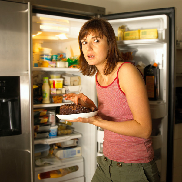 Фото №4 - Диеты, перекусы и еще 5 привычек, из-за которых вы легко набираете вес