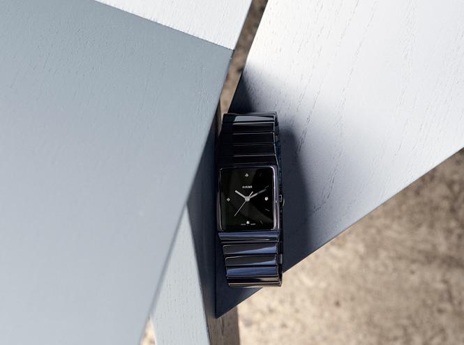 Фото №1 - Монохромный минимализм: легендарные часы Ceramica от Rado в новом дизайне