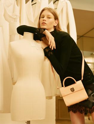 Фото №4 - Dior навсегда: звездные признания в любви легендарной сумке Diorever