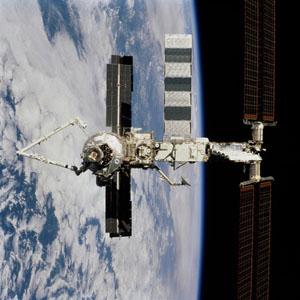 Фото №1 - На МКС обнаружено отверстие от метеорита