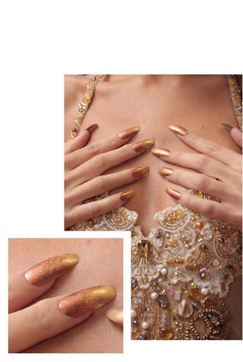 Дизайн ногтей в сочетании золотых оттенков.
