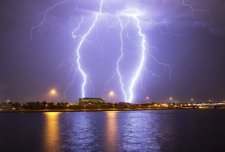 Фото №1 - Найден способ предугадать, куда ударить молния