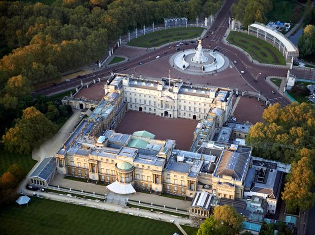 Фото №4 - Почему принцы Уильям и Чарльз не хотят переезжать в Букингемский дворец в будущем