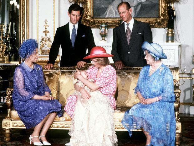 Фото №3 - Как Диана одним жестом изменила традиции королевского материнства