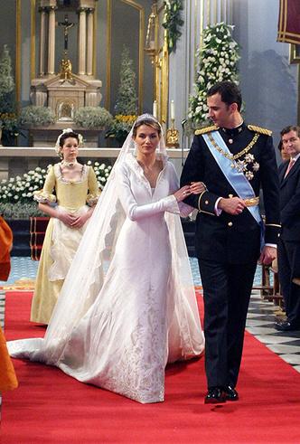 Фото №41 - 16 самых известных, красивых и дорогих свадебных платьев за всю историю