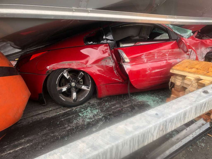 Фото №1 - Фура расплющила автомобиль, но на водителе— ни царапины