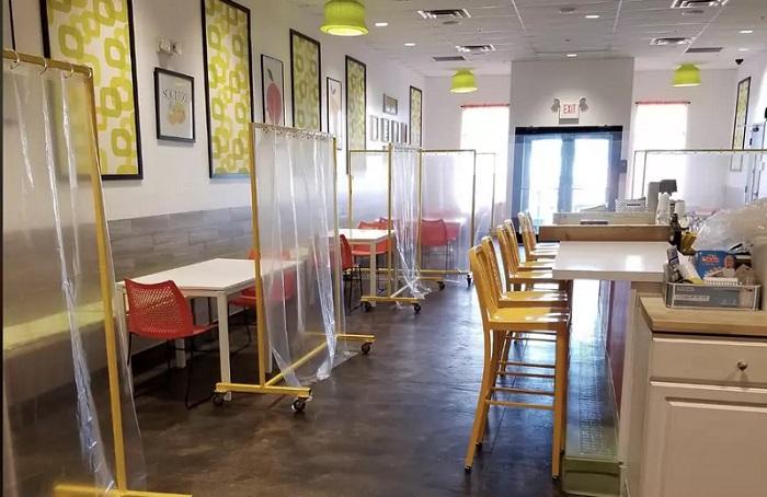 Фото №8 - 10 ресторанов, придумавших остроумные способы заставить посетителей соблюдать дистанцию