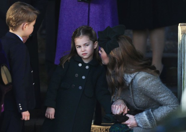 <p>Принцесса любит, когда волосы не лезут в лицо и собираются в хвостик, ее брат обходится без хвостика, но пряди в глазах тоже не любит</p>