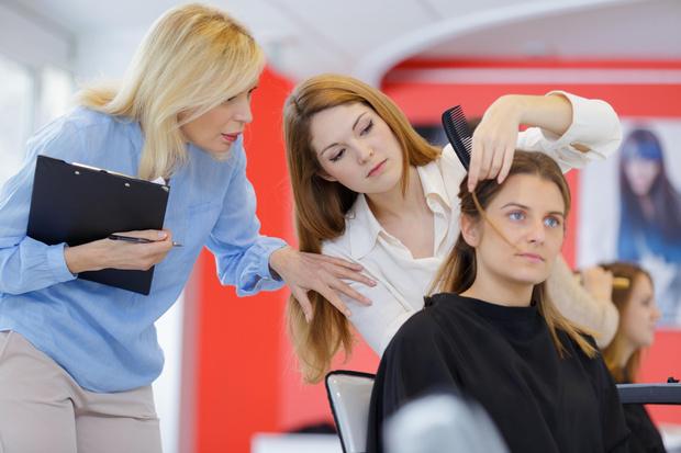 Фото №2 - Прокачай это: где и как научиться парикмахерскому искусству?