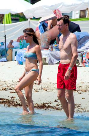 Фото №28 - Королевский пляж: плавки и бикини монарших особ