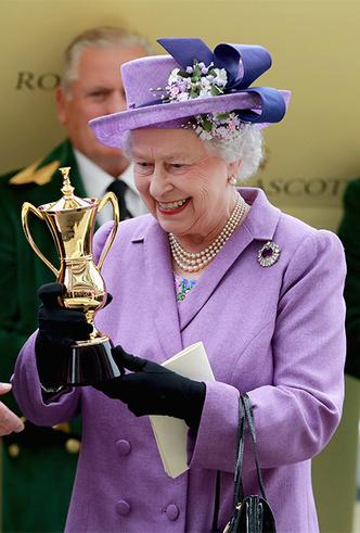 Фото №23 - Делайте ставки, господа: шляпки Королевы на Royal Ascot